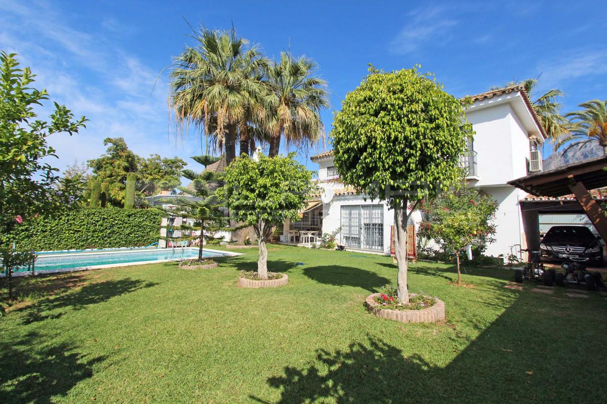 R3110374   Detached Villa in Marbella – € 1,000,000 – 5 beds, 3.5 baths