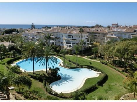 Bright corner apartment, with beautiful views of the sea and gardens. The apartment has three bedroo,Spain