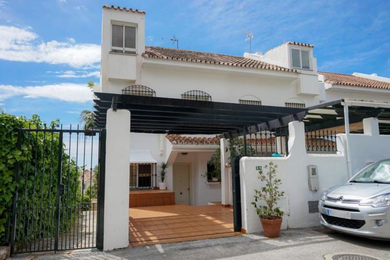 Adosada en venta en Marbella – R3418549