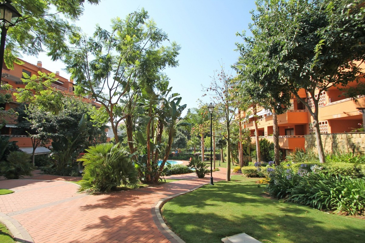 Cozy apartment in highly sought-after urbanization of Nagueles - Marbella Golden Mile. The house off, Spain
