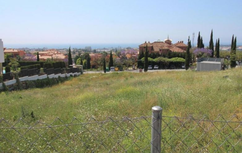 PLOT AVAILABLE TO BUY NOW WITH OT WITH OUT PLANS .  OWNER IS ABLE TO BUILD THE VILLA IF CLIENT WANTE,Spain