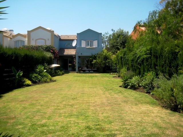 Marbella Banus Adosada en venta en Guadalmina Alta – R2578850