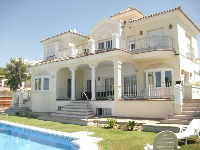BEAUTIFULLY PRESENTED Brand New Southwest facing 6 bedroom family Villa situated in Haza del Condes,, Spain