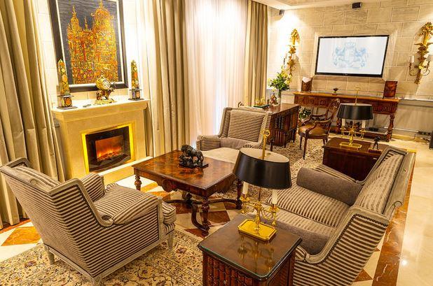 Villa con 10 Dormitorios en Venta Mijas