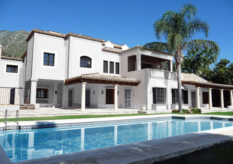 9 Bed Villa For Sale in Sierra Blanca