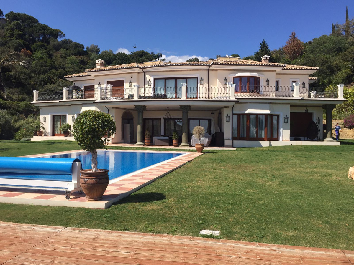 6 Bedroom Villa For Sale - La Zagaleta, Benahavis