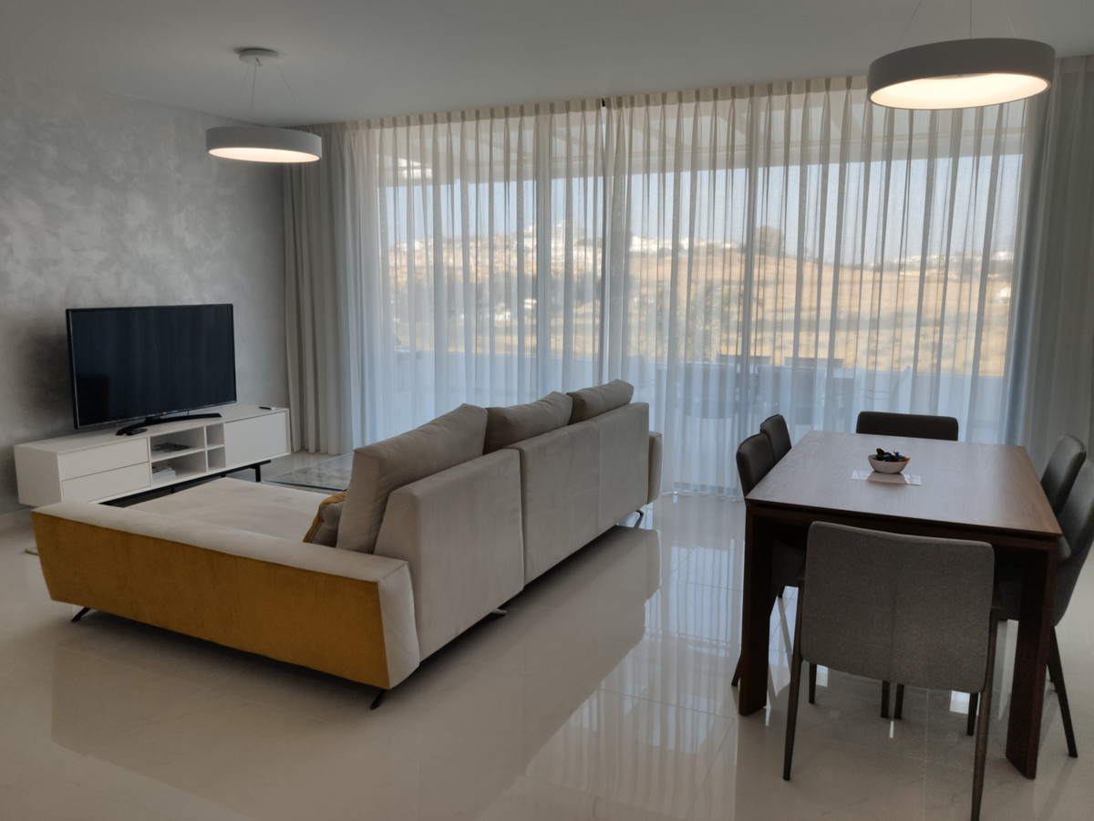 This is a stunning brand new property in a contemporary complex of Cataleya.   The apartment is tast,Spain
