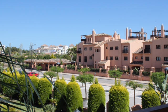Apartment  Middle Floor for sale  and for rent  in Hacienda del Sol
