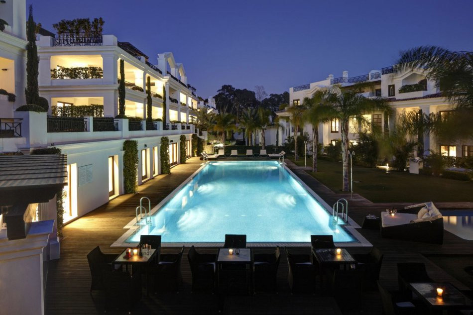 Luxury apartment in a gated residential complex, located on the waterfront, just minutes from the ma,Spain