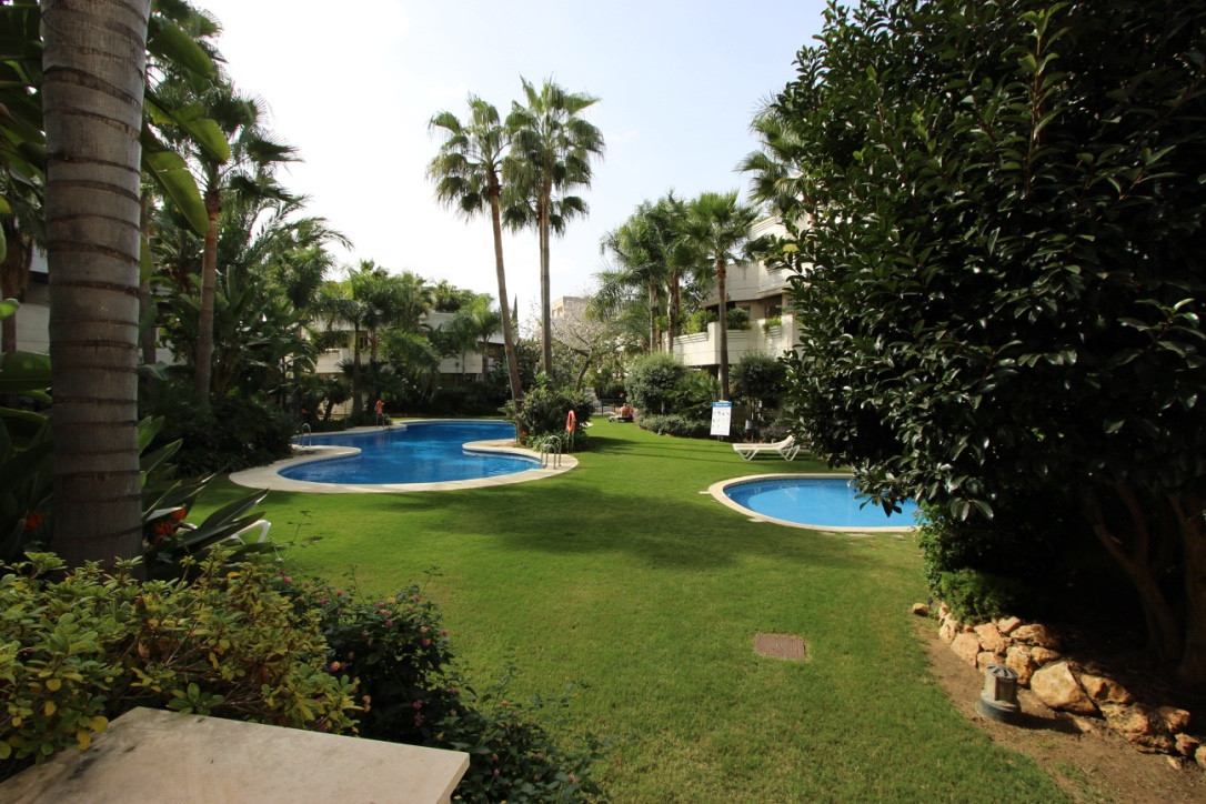 Three bedroom apartment for sale in Fuente Aloha, a well-situated complex in the Nueva Andalucia Gol,Spain
