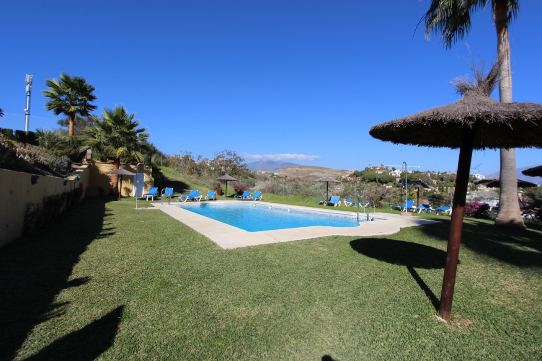 First floor apartment located in the gated development of Parque Los Olivos, a two minute car journe,Spain