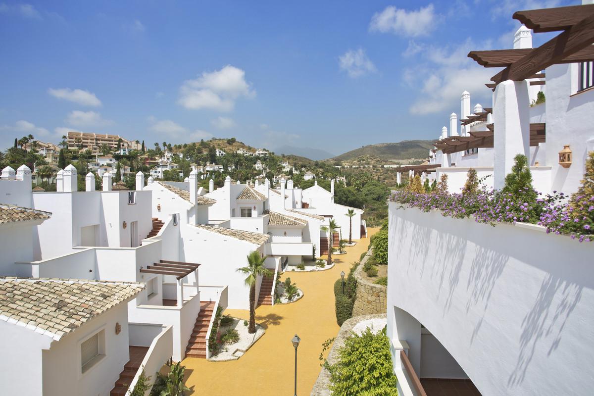 Apartments in Nueva Andalucía R3304648