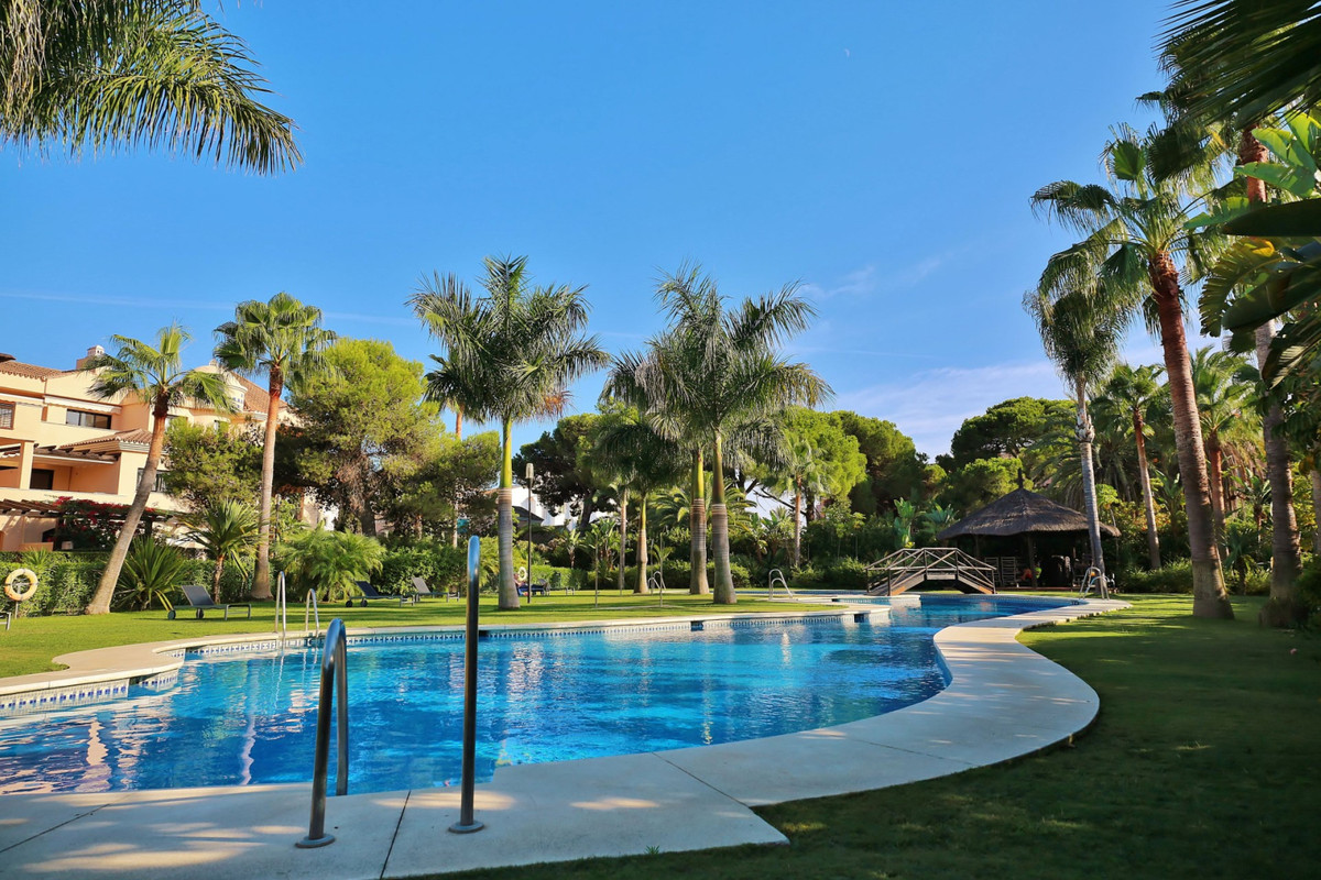 Middle Floor Apartment in Marbella R3589612