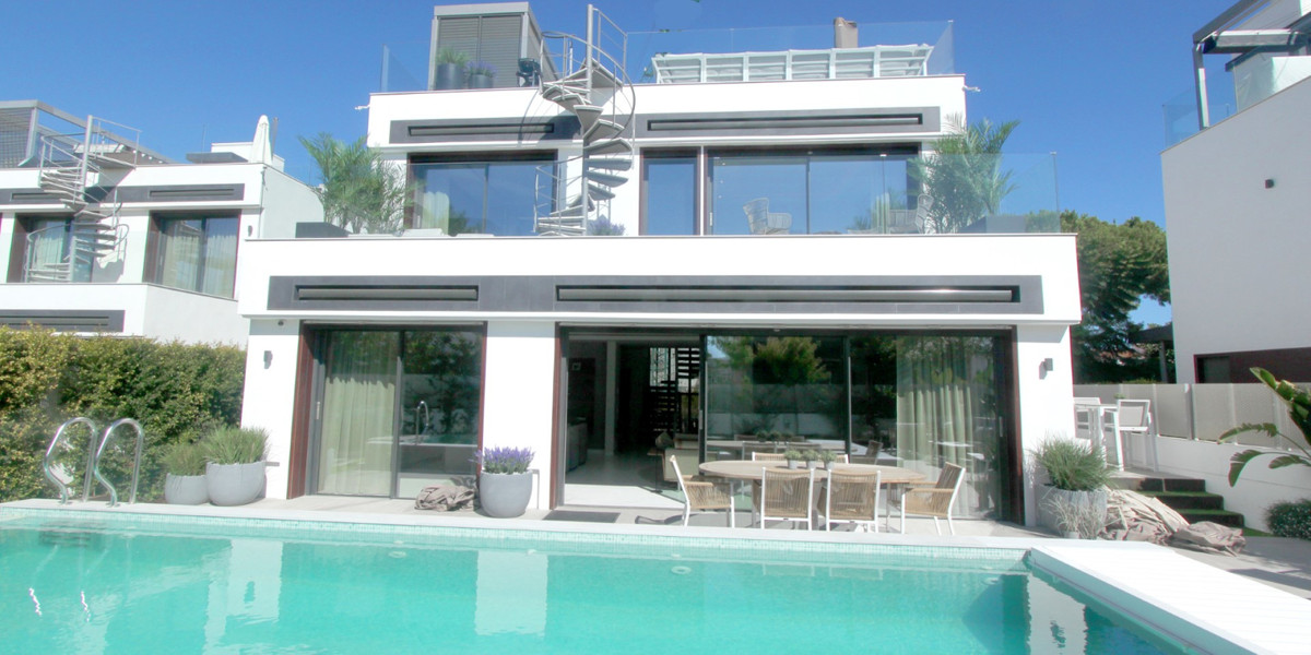 Villa at Diamond Beach priced below developer's off plan price and is ready to move into.  Bran,Spain
