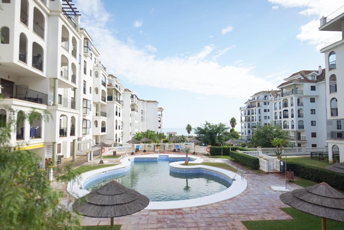 Ground Floor Apartment in La Duquesa R3305386