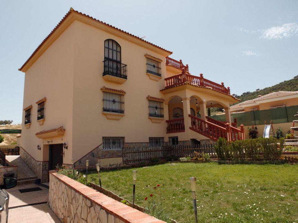 Detached Villa in Casabermeja R2702327