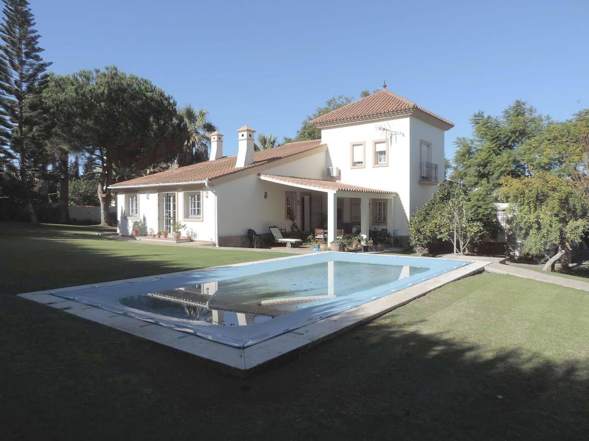Detached Villa in Sotogrande R3342643