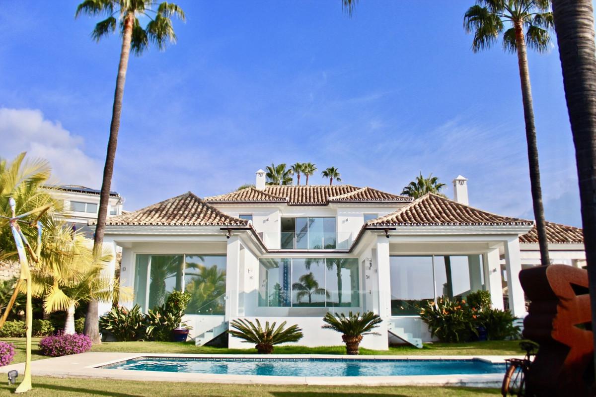 Detached Villa in Nueva Andalucía R3185332