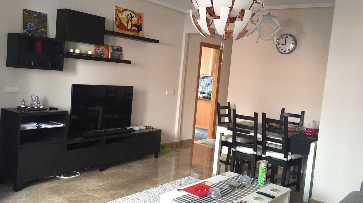 Middle Floor Apartment in Estepona R2984984