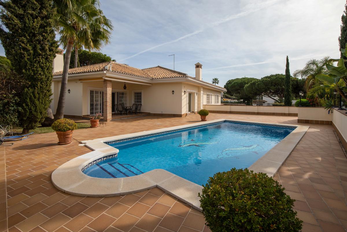 Detached Villa in Calahonda R3237844