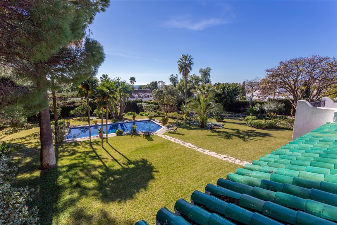 Residential Plot in Estepona R3337198