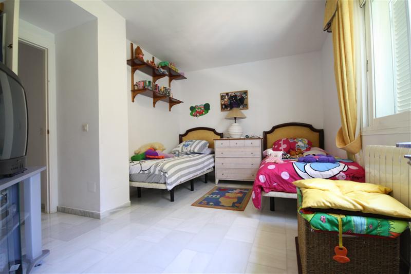 House in Elviria R220090 14