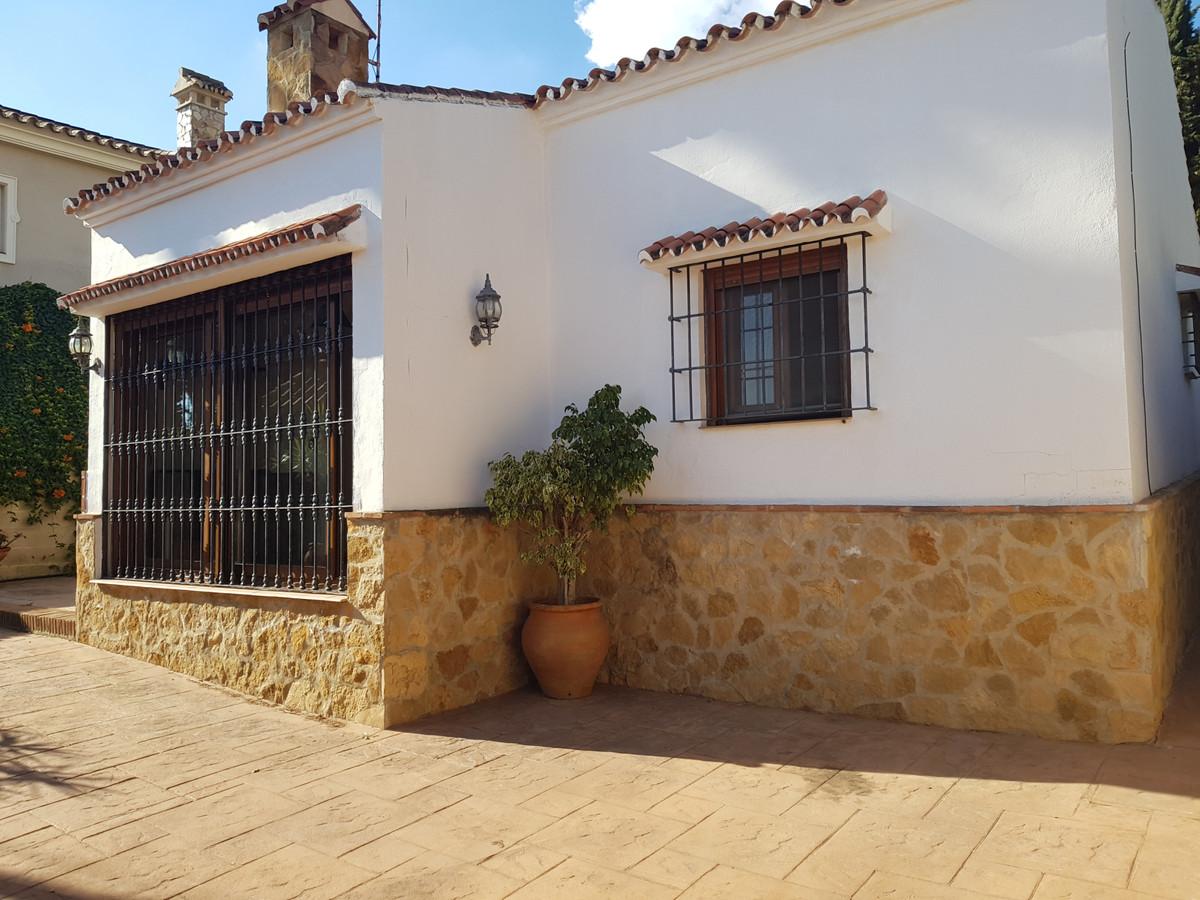 Detached Villa in Sierrezuela R3341899