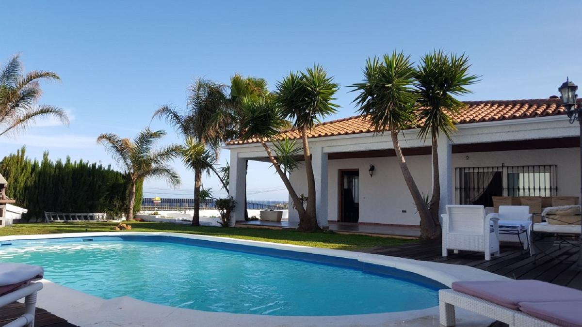 Detached Villa in Estepona R3342313