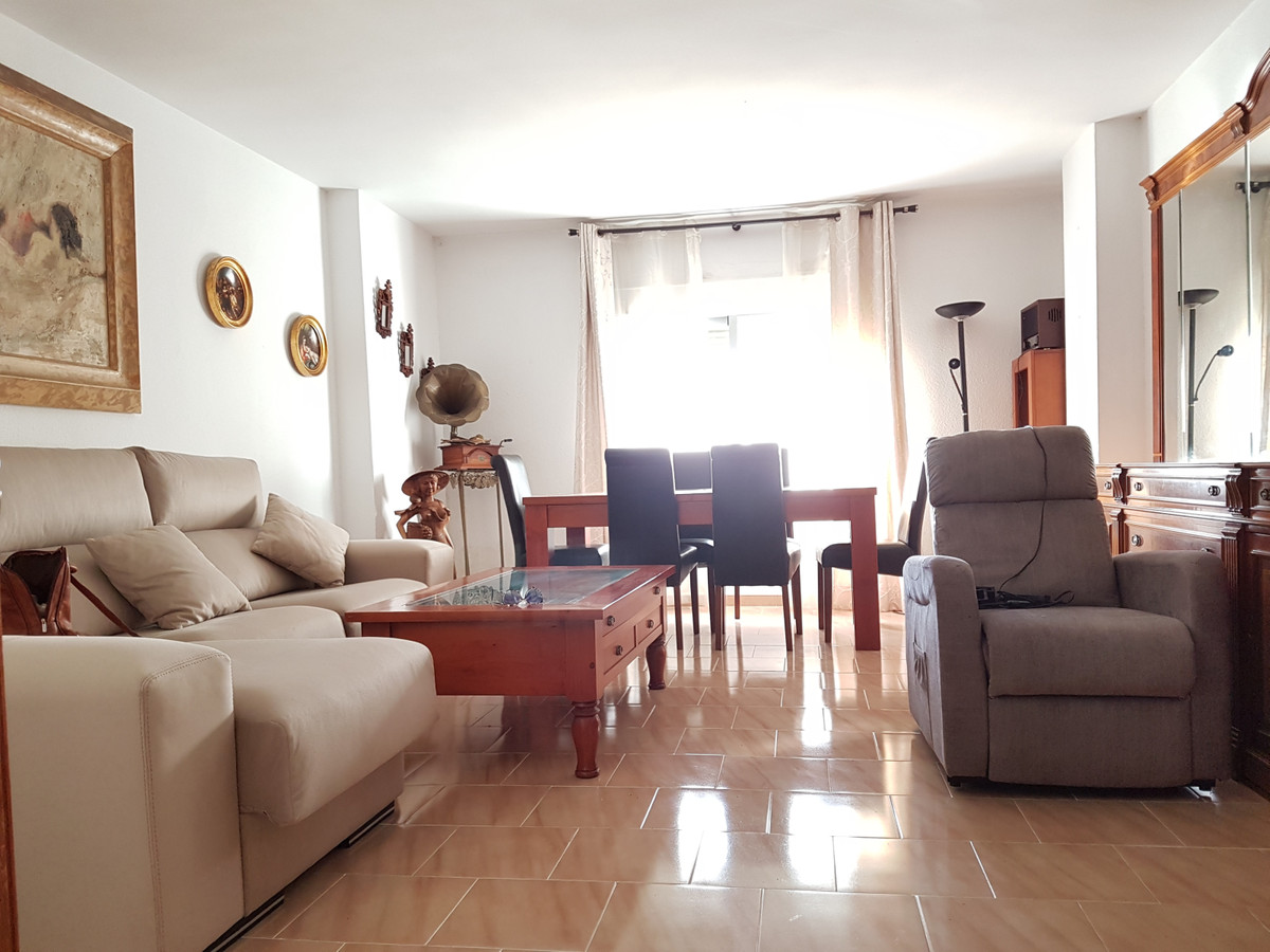 Middle Floor Apartment in Marbella R3289336