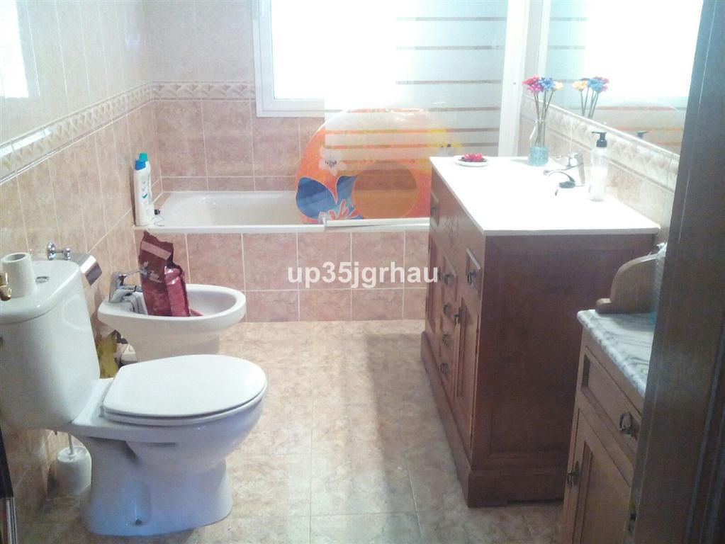 House in Estepona R2726162 11