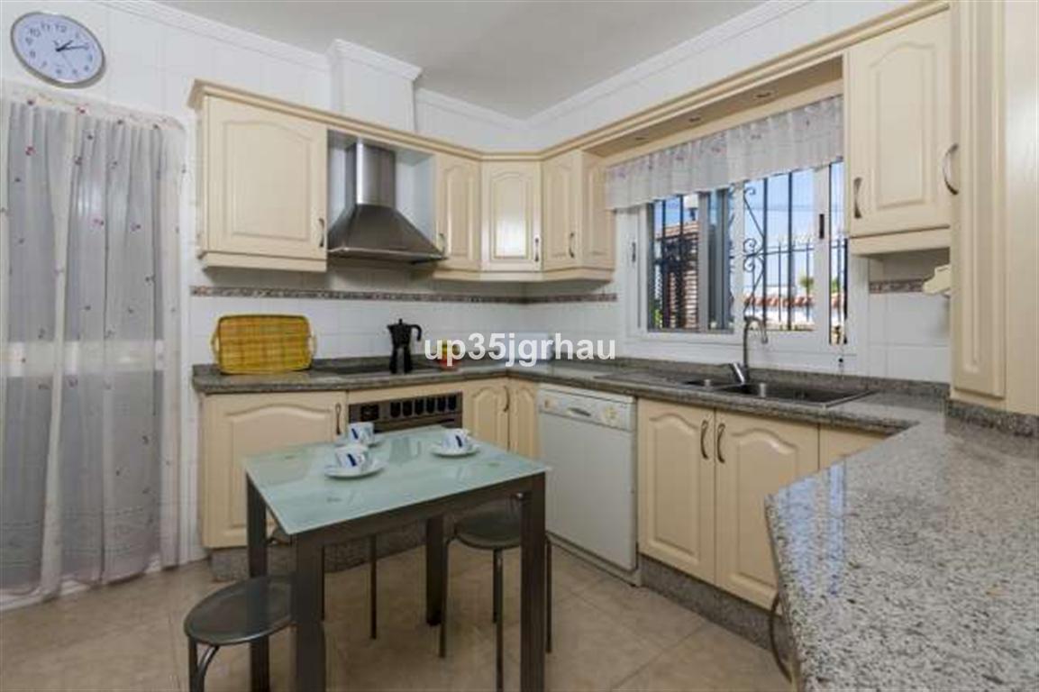 House in Estepona R2726162 7