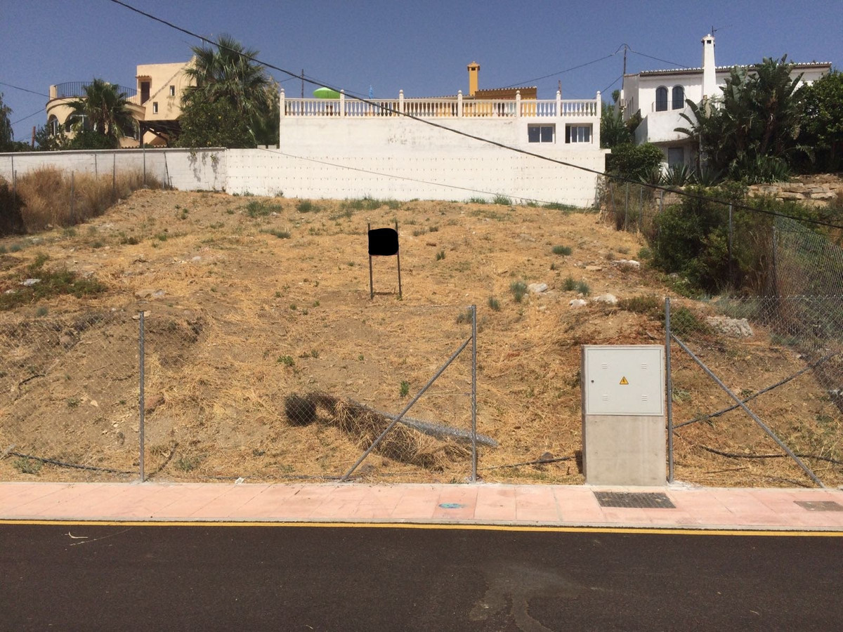 R2954399: Plot for sale in Estepona