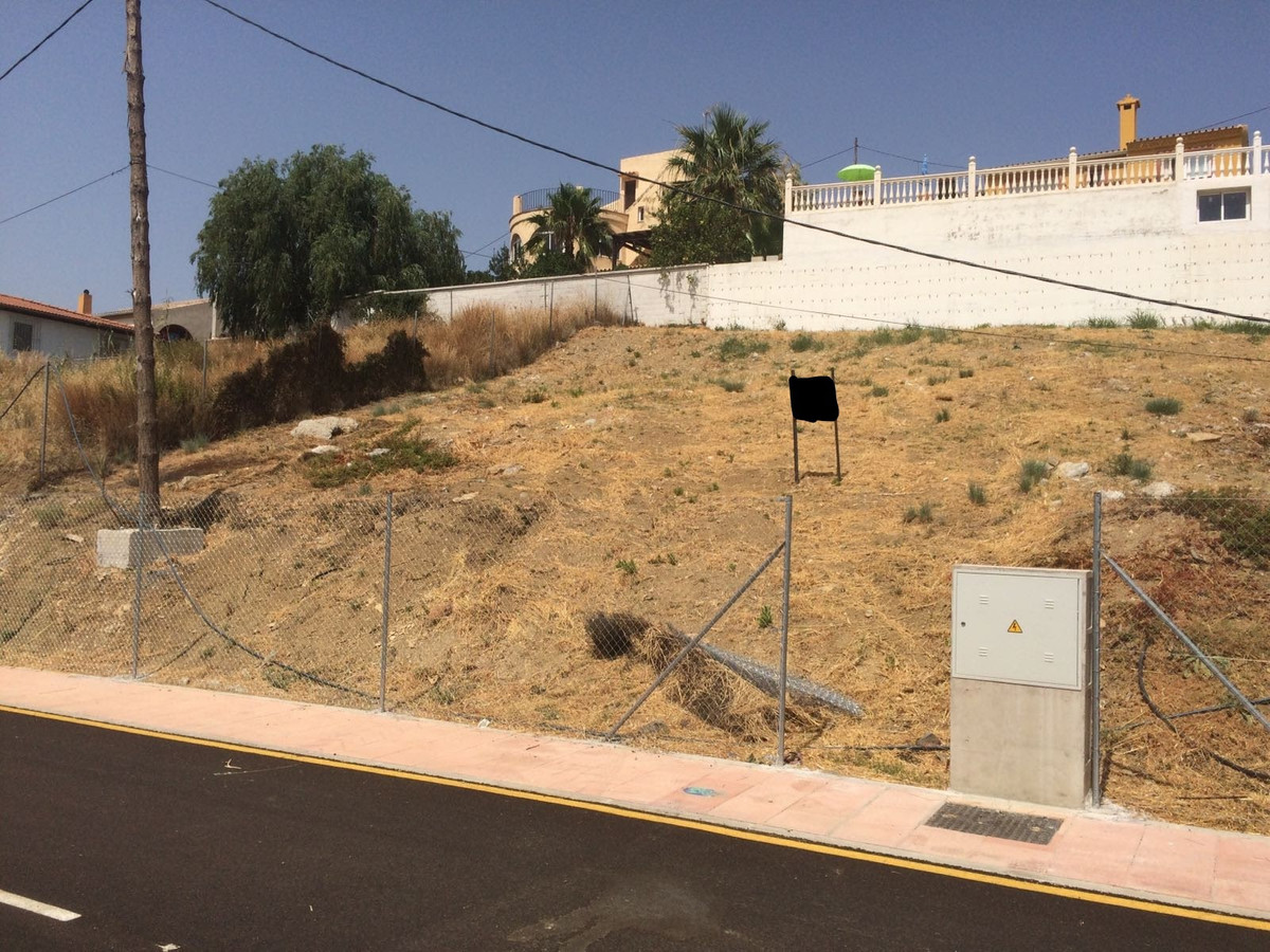 R2954399 | Residential Plot in Estepona – € 125,000