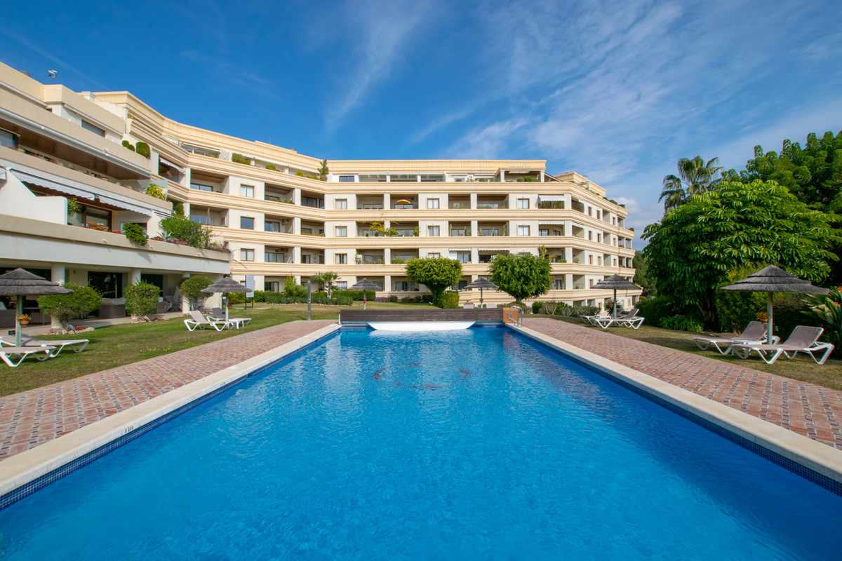Ground Floor Apartment in Las Brisas R3336142