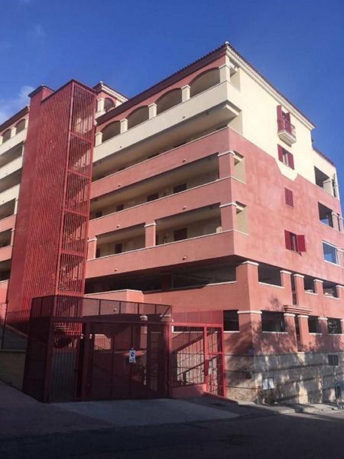 Middle Floor Apartment in Fuengirola R3343585