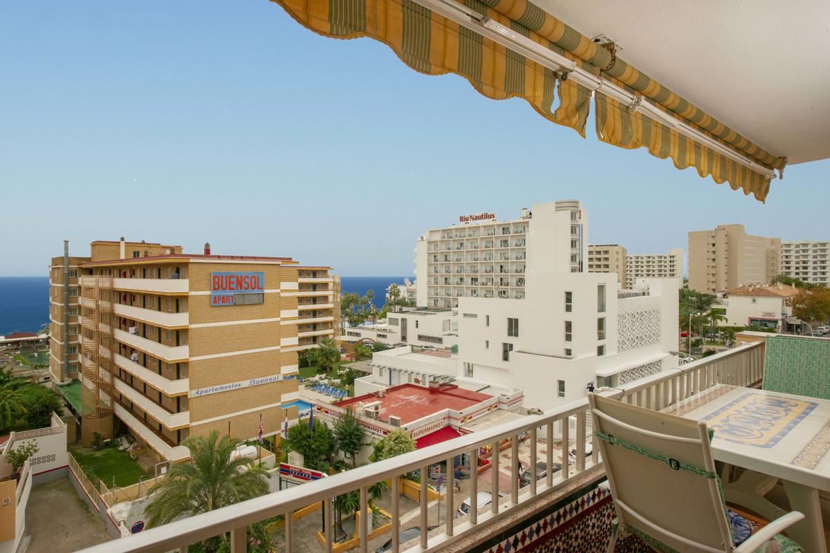 Middle Floor Apartment in Torremolinos R3302869