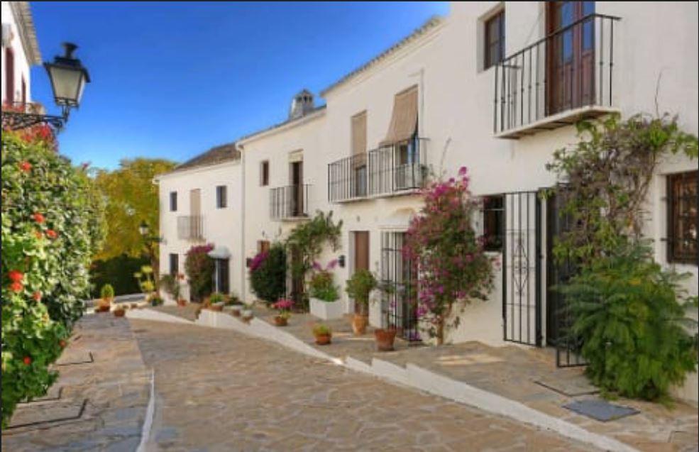 Townhouse in Nueva Andalucía R3275320