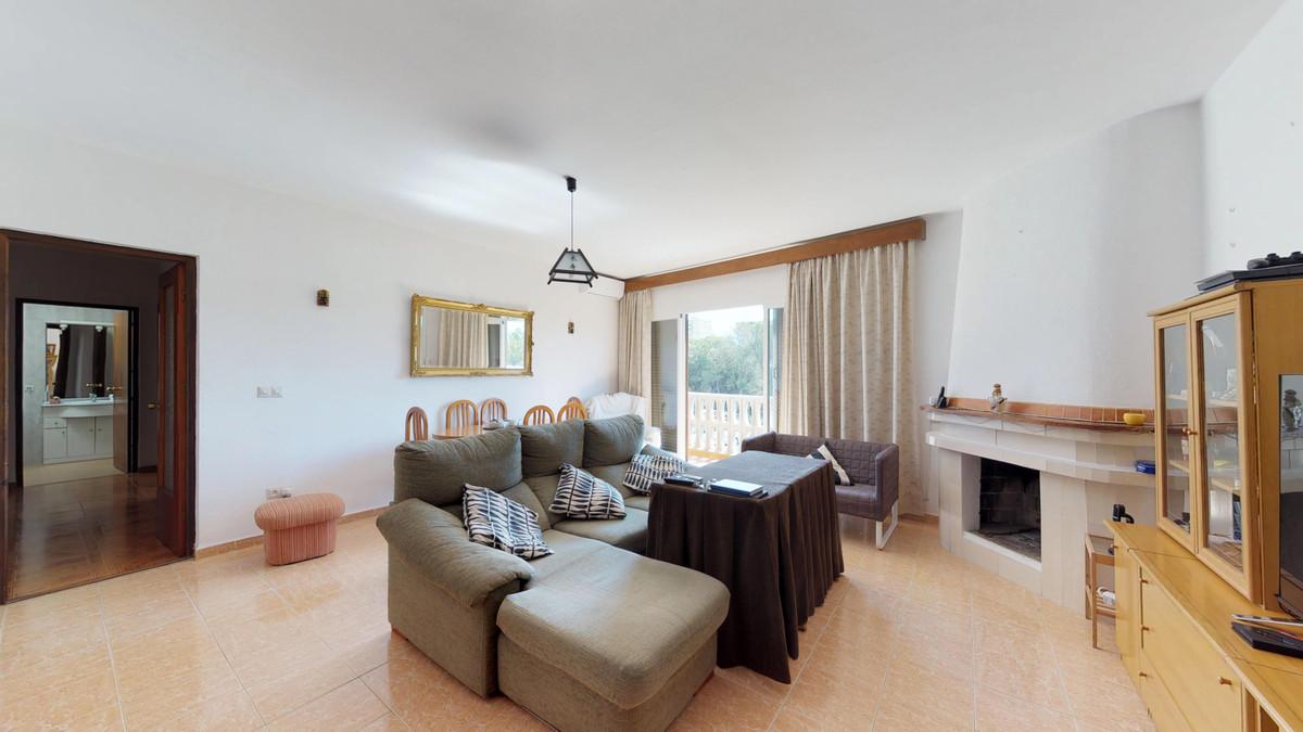 Middle Floor Apartment in Marbella R3178612