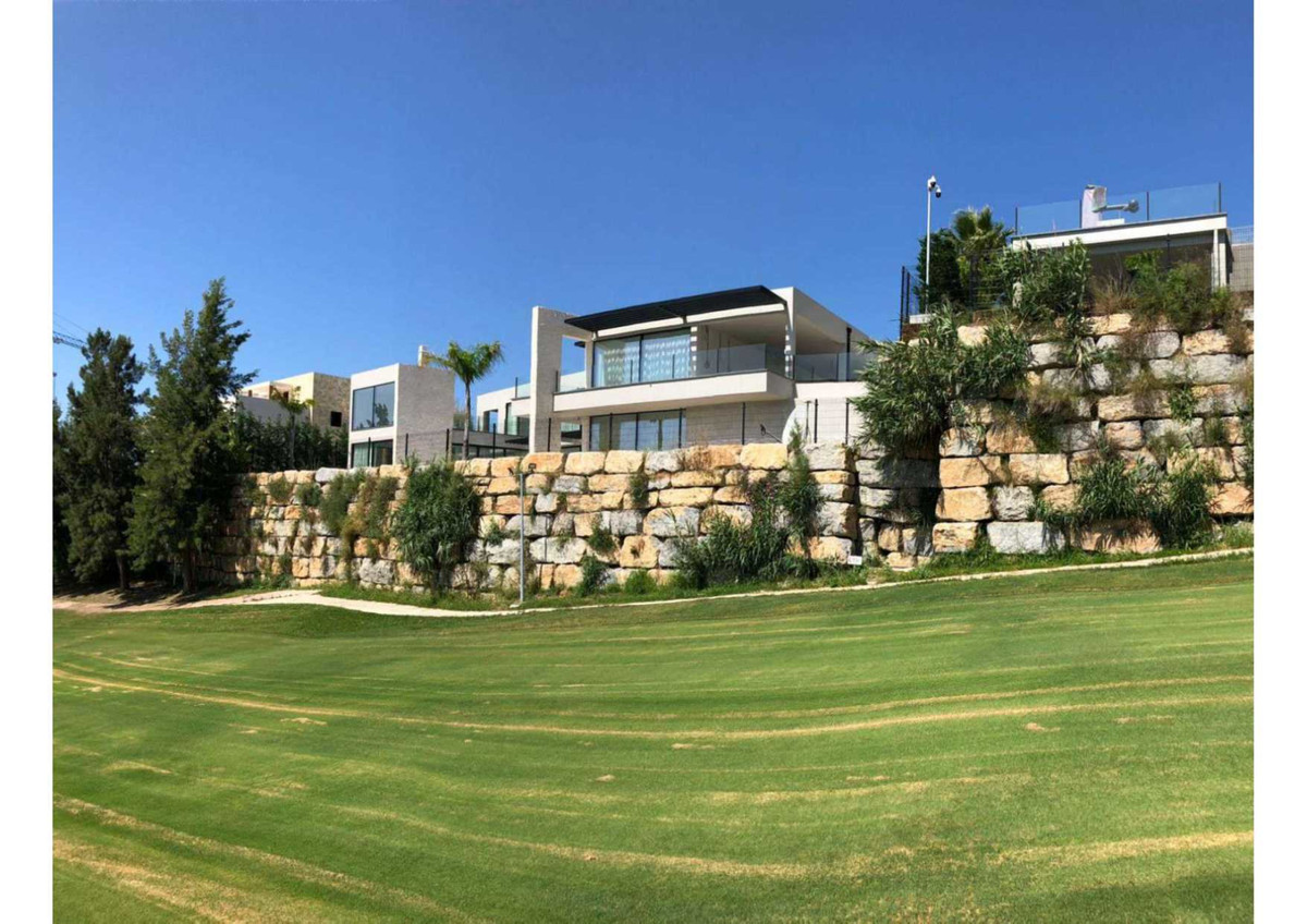 Superbly location…. 8 – 10 minutes to Puerto Banus. Unique designed villa. Fabulous sunrise view, Gi, Spain