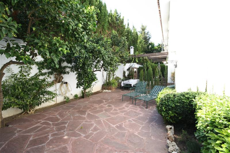 House in Los Monteros R2043104 10