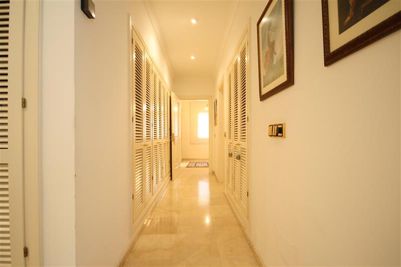 House in Los Monteros R2043104 21