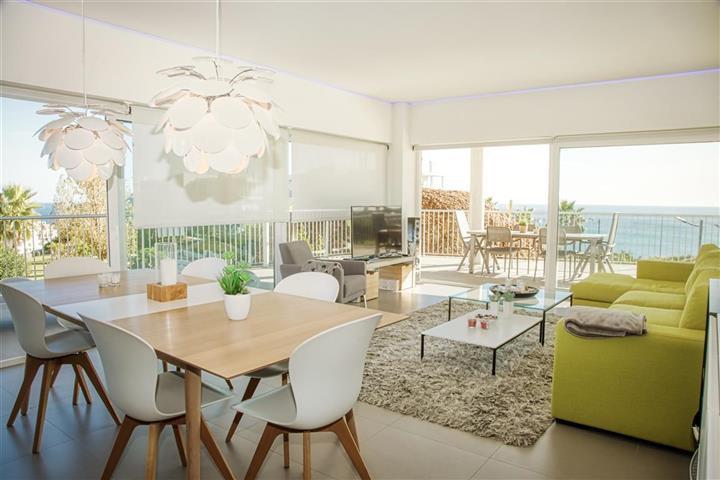 Middle Floor Apartment in Benalmadena R2998526