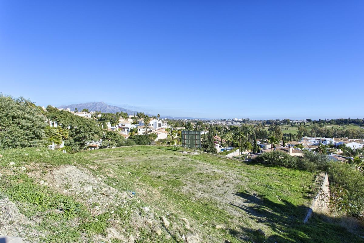 Residential Plot in Benahavís R3074542