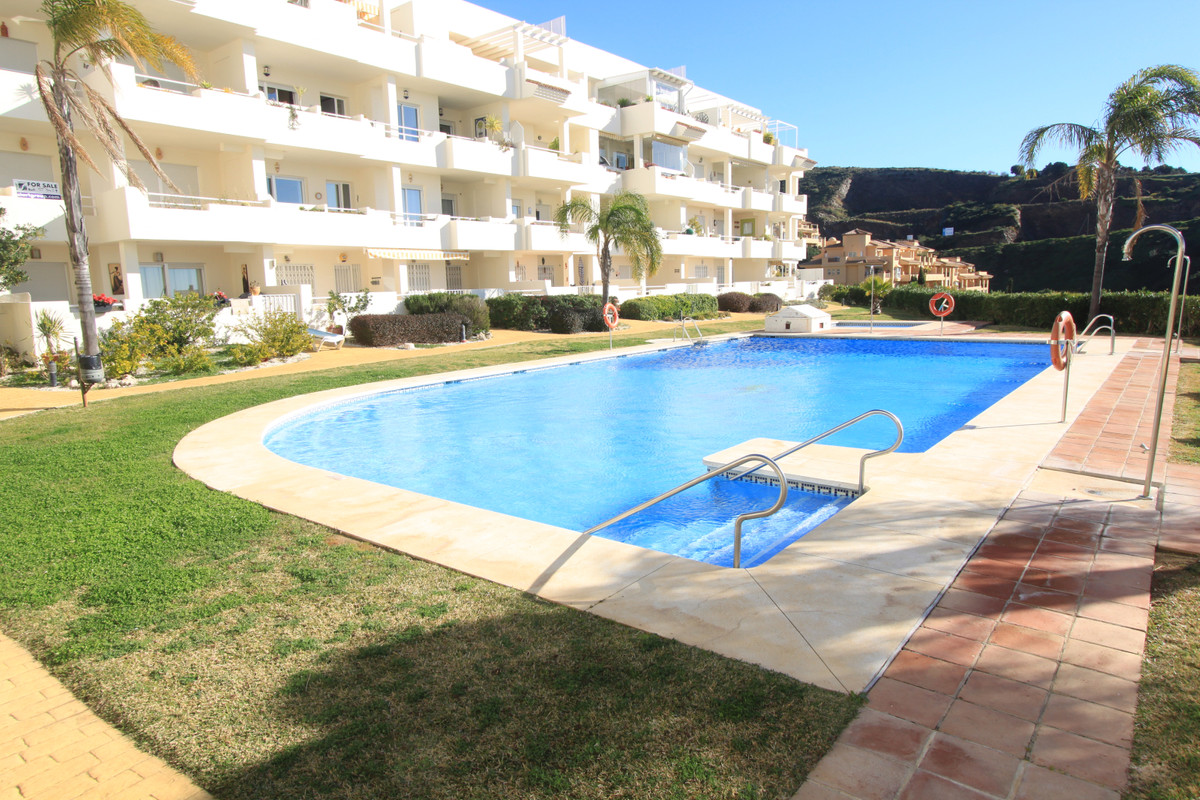 Nice South facing apartment in one of the best kept urbanization in upper Calahonda. The property co, Spain