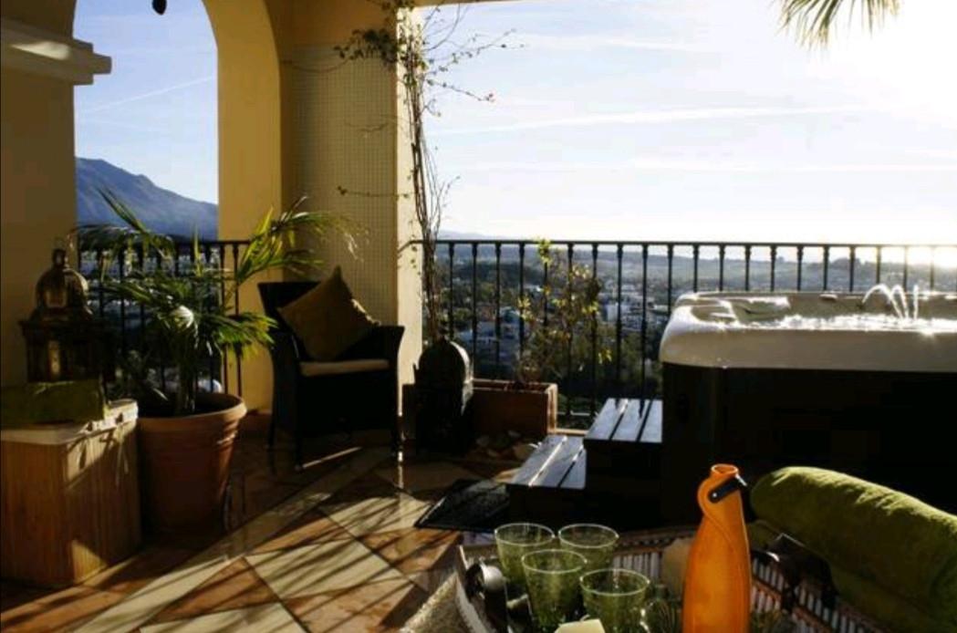 Middle Floor Apartment in La Quinta R3339580