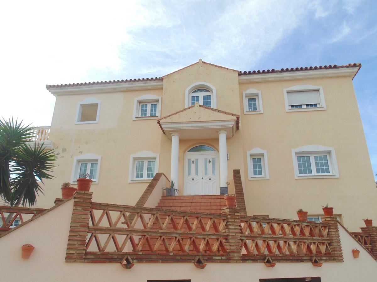 Detached Villa in Benalmadena Costa R3306769