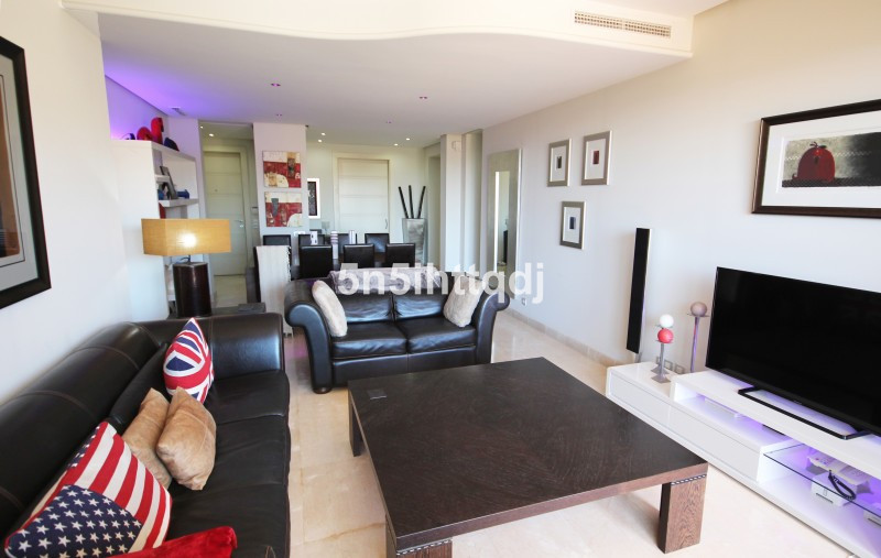 Apartment in The Golden Mile R3233914 4