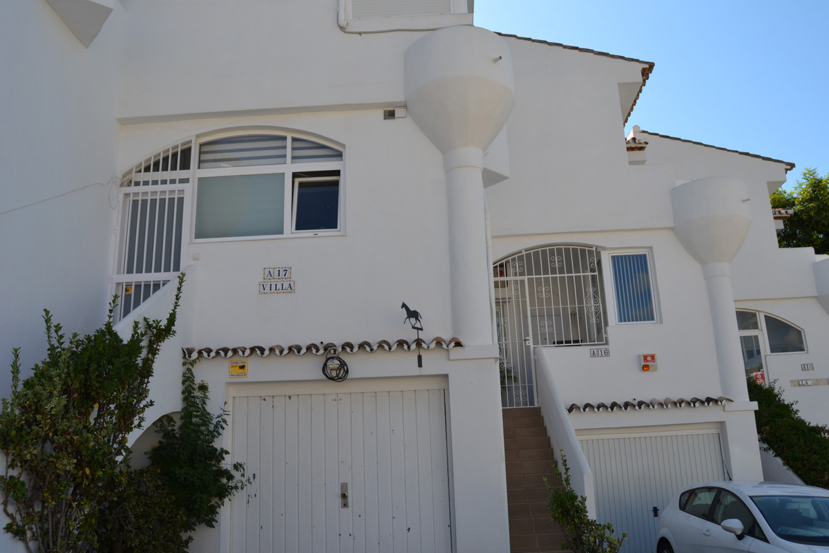 House in Calahonda R3265675 11