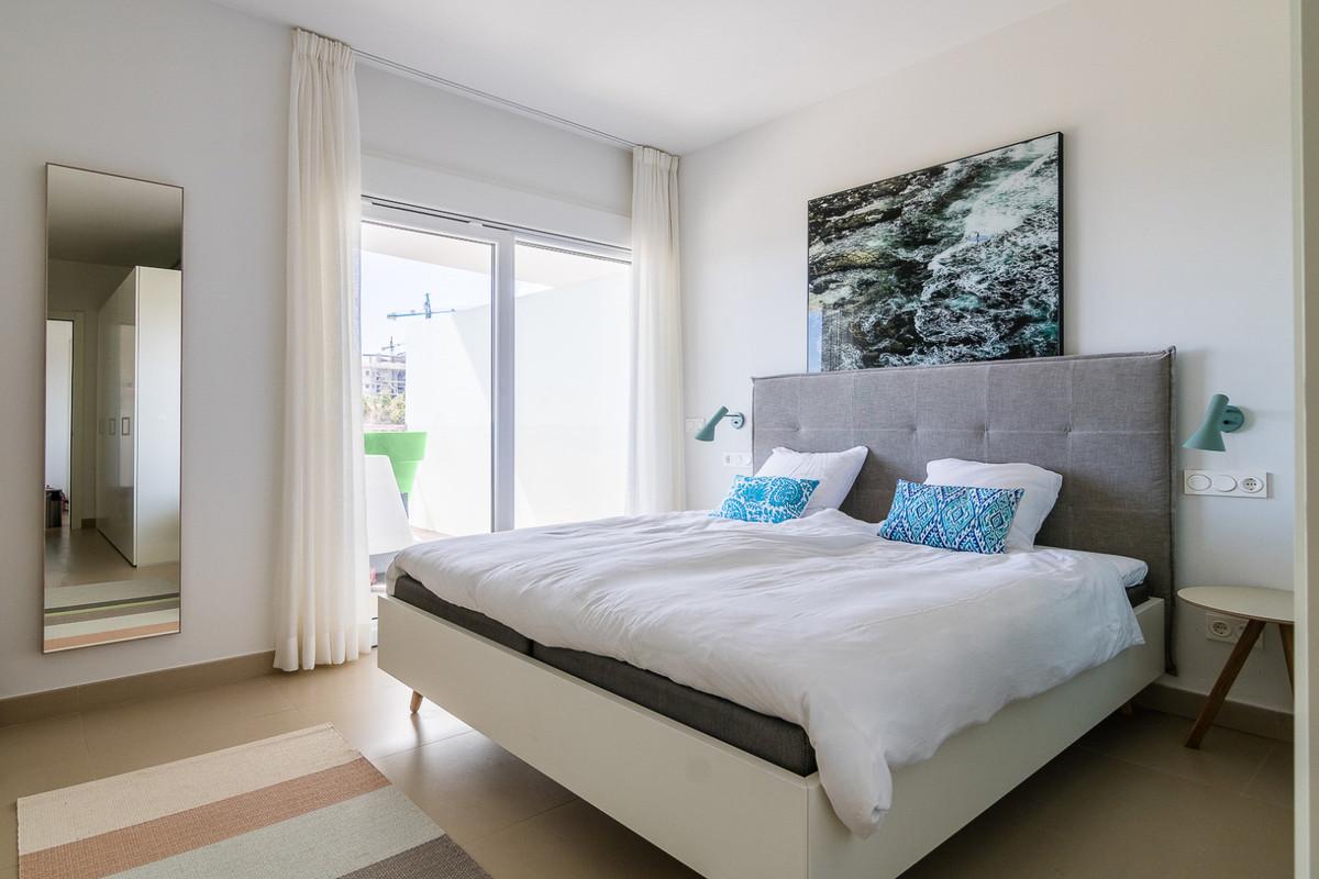 Middle Floor Apartment in Benalmadena Costa R3329734