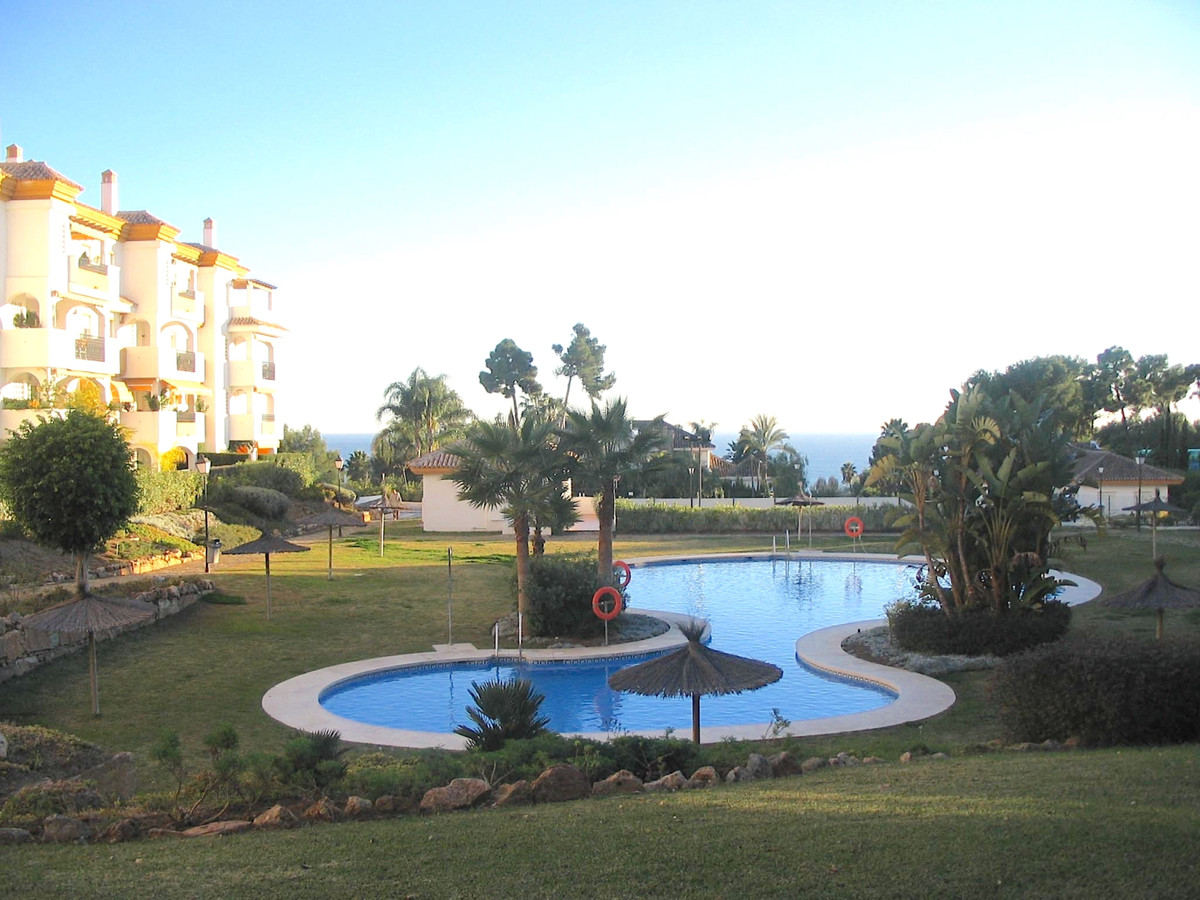 Middle Floor Apartment in The Golden Mile R2391158